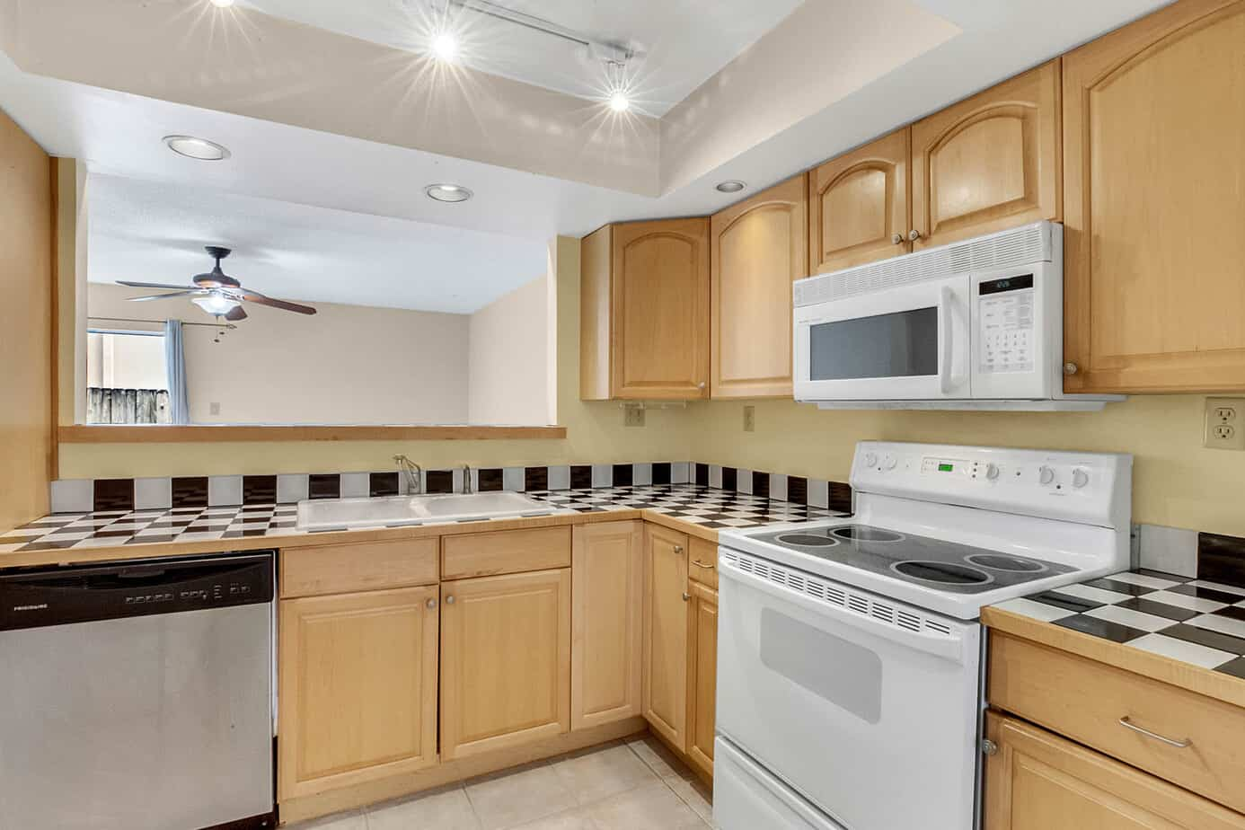 kitchen at 408 S Arrawana Ave Tampa FL 33609 with checkerd countertops